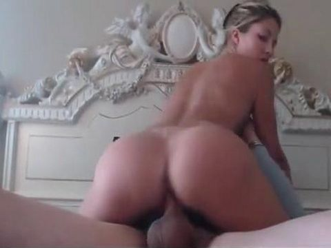 Blonde Babe Bouncing Her Bubbly Ass On a Dick
