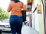 Round Ass Walking Jeans . Bounce Booty 4