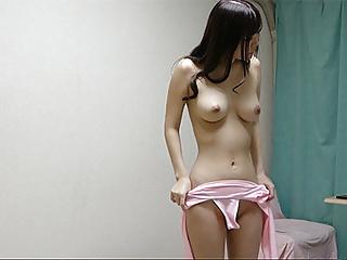 Sarina Kurokawa takes off her leotard and changes into bikin