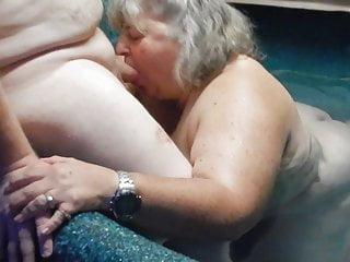 Big Girl gives blow job in Hottub