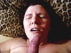 Sonia entre ses gros nichons et ejac sur sa gueule